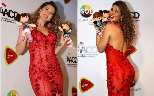 Lívia Andrade exagerou no vestido transparente, vermelho e justo no Teleton 2013