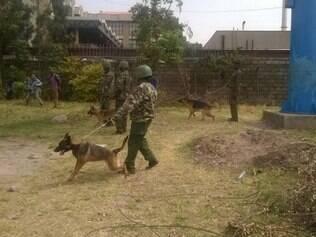 Polícia queniana utiliza cães e bombas de gás lacrimogênio contra crianças de escola primária