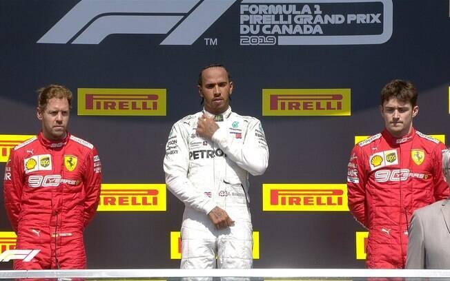 Cara de poucos amigos no pódio do GP do Canadá de F1 após punição a Vettel e vitória de Hamilton