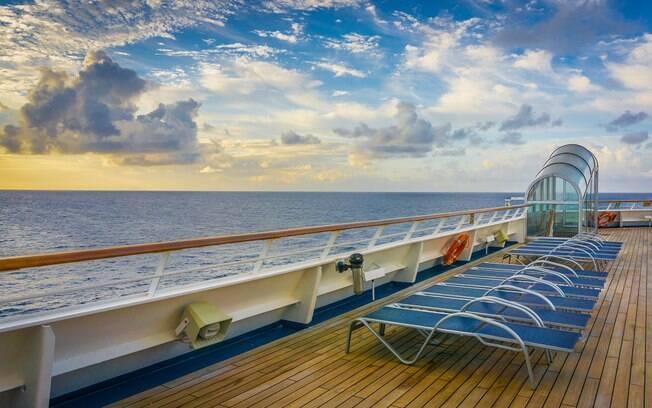 Aproveite as piscinas e todo o entretenimento no navio