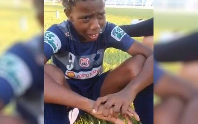 Menino de 11 anos foi vítima de racismo durante partida de futebol