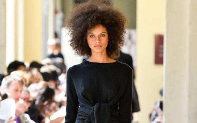 Representatividade e sofisticação na passarela: modelos negras no desfile Uma Raquel Davidowicz, na São Paulo Fashion Week