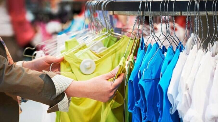 Vestuário e perfumes devem se destacar entre os presentes de dia dos namorados