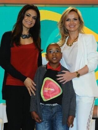 Rosana Jatobá, Eliana e o pequeno Arthur na coletiva de imprensa do Teleton, nos estúdios do SBT