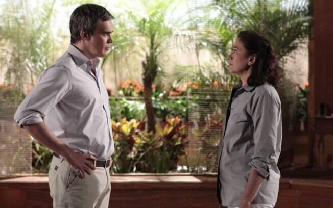 René decide ir embora da casa de Griselda e manda a namorada arranjar um novo chef