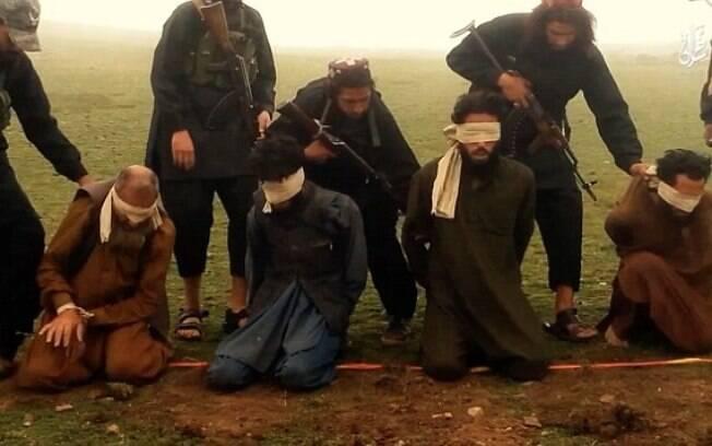 Segundo os Estado Islâmico, as vítimas são acusadas de serem desertores. Foto: Reprodução/Estado Islâmico