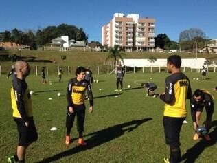 Jogadores passaram por treino de dois toques e bola parada na tarde desta terça-feira, em Chapecó