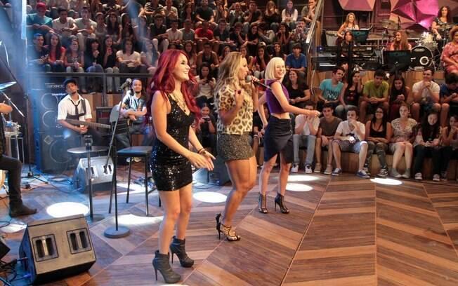 Valesca Popozuda anima gravação do 'Altas Horas' , na Globo, e coloca Mariana Ximenes e Dulce Maria para dançar