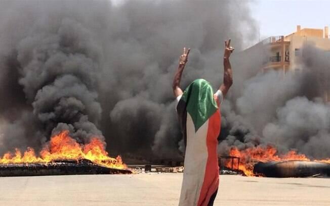 Protestos na cidade de Cartum acabaram com 30 pessoas mortas