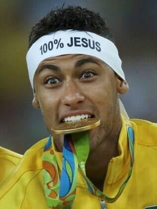 Neymar com a faixa