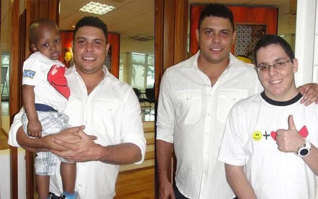 Ronaldo distribuiu autógrafos e posou para fotos ao lado das crianças