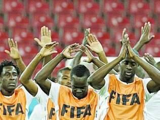 Touré (o primeiro da fila) pode ser escalado hoje