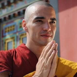 Caio Blat como o monge Sonan em 'Joia Rara'