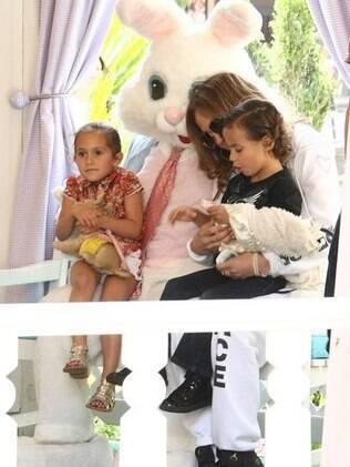 Jennifer Lopez se divertiu na tarde dessa quinta-feira (5) com os filhos Max e Emme