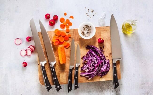 Existem vários tipos de facas específicos para determinados alimentos; conhecê-los ajuda a cozinhar melhor