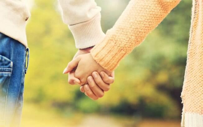 Não se sabem razões por que fazem inteligência e sociabilidade afetarem o sucesso de relacionamentos