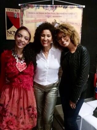 Sheron Menezzes com a mãe, Veralinda, e a irmã, Sol