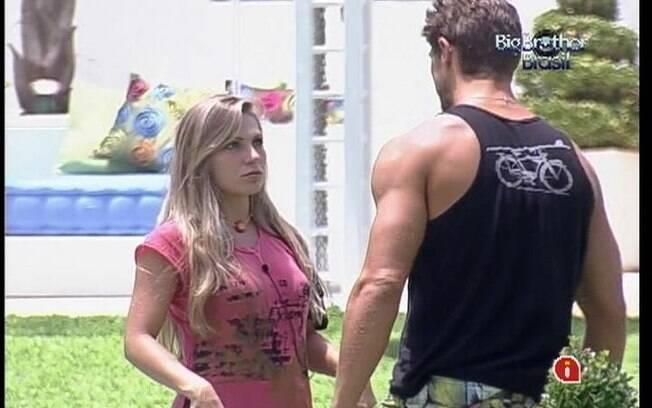 Renata diz a Jonas que Monique não está chateada com ele