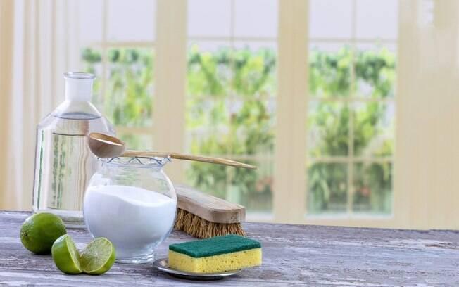 O bicarbonato de sódio é uma substância muito utilizada na limpeza e é capaz de ajudar - e muito - nas tarefas domésticas