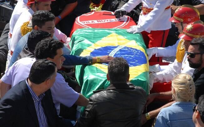 Enterro do cantor Cristiano Araújo. Foto: Selma Cândida/OHOJE
