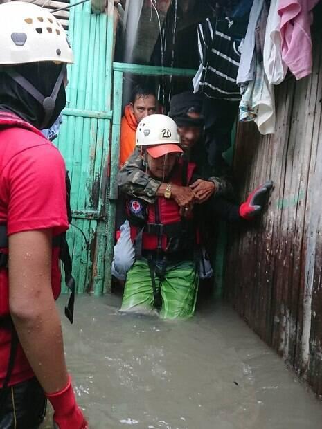 Tempestade tropical que atingiu as Filipinas resultou em deslizamentos de terra e inundações