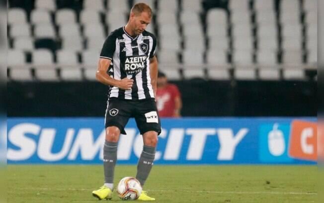 Joel Carli está de volta ao Botafogo