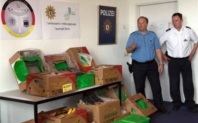 Policiais encontraram mais de 380 kg da droga dentro de caixas de bananas de supermercado