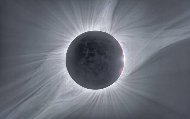Imagem composta do último eclipse solar total, em 2017.