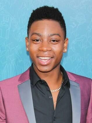 RJ Cyler interpreta Billy Cranston, o Ranger azul