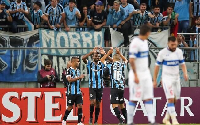 Grêmio venceu o U. Católica por 2 a 0 e está na próxima fase da Libertadores
