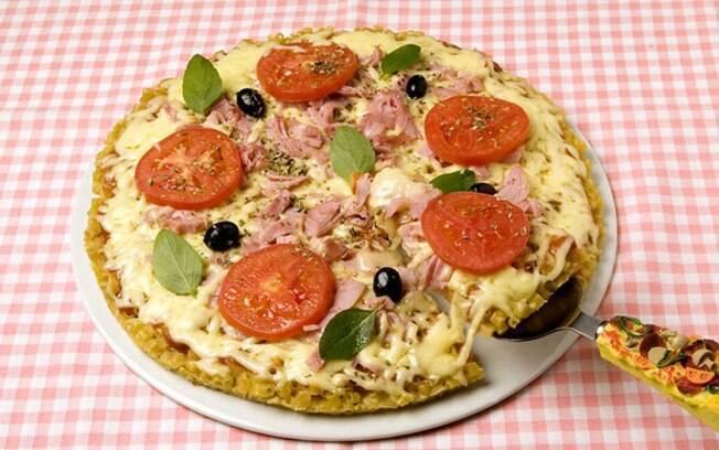Foto da receita Pizza de macarrão pronta.