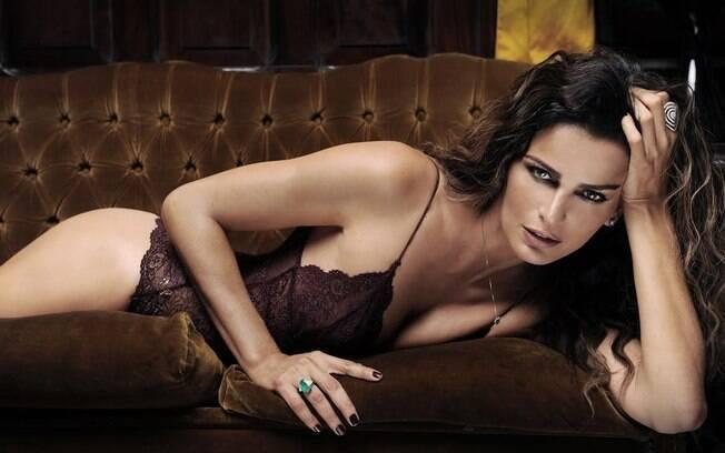 Fernanda Motta completa 37 anos