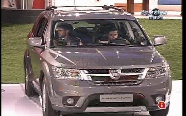 O carro que abriga os últimos quatro participantes da Prova de Resistência