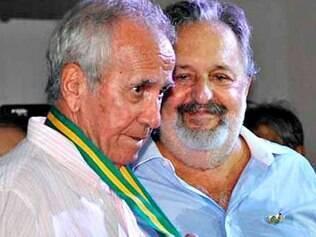 Dalmo Santos (esq) foi diagnosticado com mal de Alzheimer em março de 2014