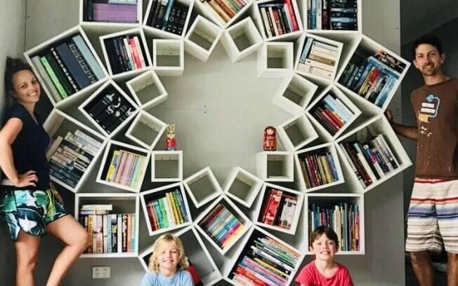 Boxes da parte de baixo da mandala foram preenchidos pelos livros dos filhos do casal, que também amam ler