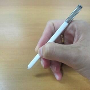 S Pen permite escrever e desenhar na tela. Sem arranhar, é claro