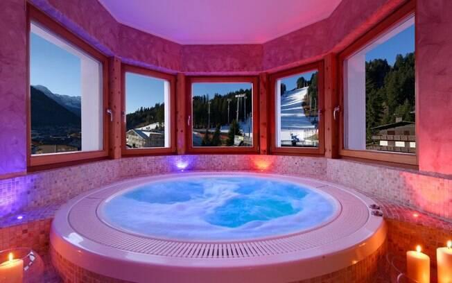 A banheira de hidromassagem é um dos grandes destaques da Boutique Hotel Diana, em Madonna Di Campiglio, na Itália