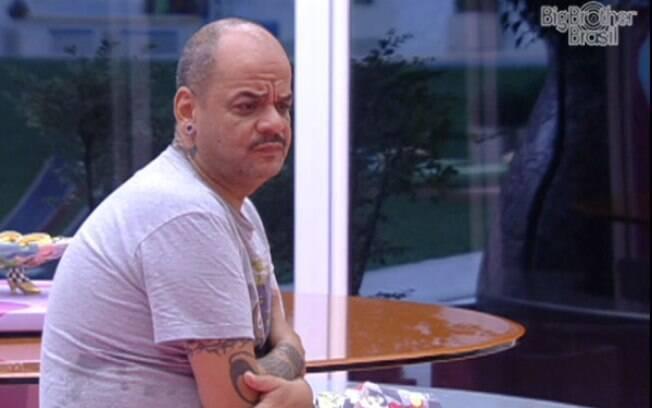 João Carvalho quer ser o Anjo da semana para receber notícias de sua família