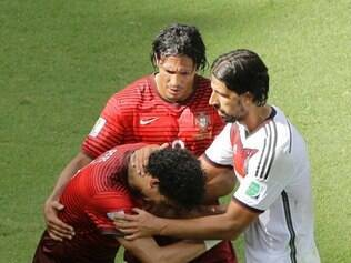 Portugal's Pepe is comforted by Germany's Sami Khedira and Portugal's Bruno Alves after getting a red card during the group G World Cup soccer match between Germany and Portugal at the Arena Fonte Nova in Salvador, Brazil, Monday, June 16, 2014. Center is Germany's Thomas Mueller. (AP Photo/Christophe Ena) lance