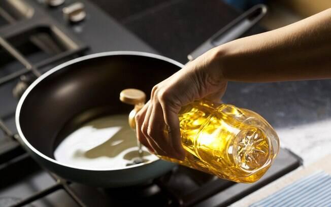 O óleo da fritura do croquete deve estar bem quente. Isso vai garantir a crocância