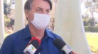 Bolsonaro é alvo de notícia-crime por tirar máscara e expor jornalistas
