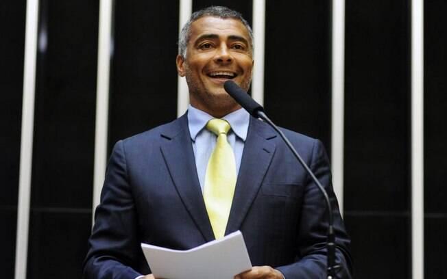 Senador Romário acatou ao pedido de quase 140 mil cidadãos para tornar a volta da sociologia e da filosofia um PL