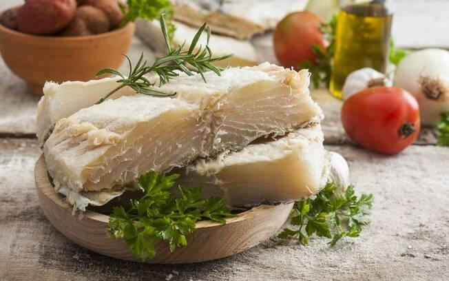 O bacalhau é um alimento nutritivo de cheio de benefícios, mas dependendo de como for preparado, ele se torna calórico