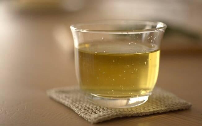Chá verde: de 2 a 4 xícaras, consumidas ao longo do dia. Foto: Getty Images