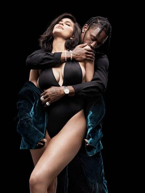 Kylie Jenner e Travis Scott mostraram sensualidade em sessão fotográfica