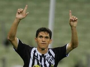 Magno Alves acerta sua volta ao Fluminense