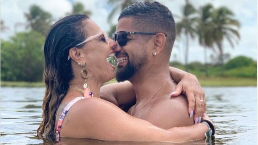Viviane Araújo se declara para Militão em dia do casamento