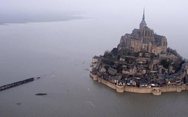 Fenômeno que acontece a cada 18 anos atrai visitantes e turistas para apreciar a vista submersa