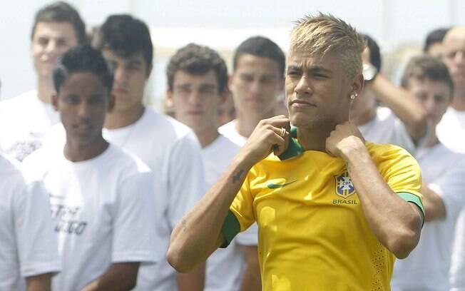 Neymar foi modelo na apresentação da camisa  da seleção brasileira, em janeiro