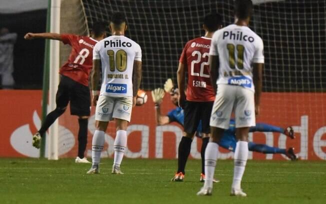 Vanderlei defende pênalti para o Santos